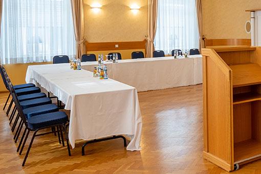 Tagungsraum Wuppertal mit Rednerpult